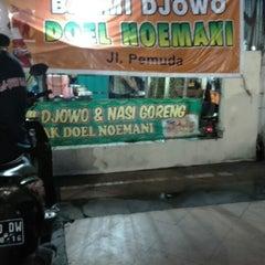 Photo taken at Bakmi Djowo Pak Doel Noemani by Rifka A. on 1/3/2015