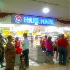 Photo taken at Hari Hari Pasar Swalayan by Dahlia K. on 8/13/2013