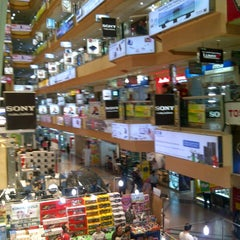 Photo taken at Mangga Dua Mall by Alponso P. on 3/23/2013