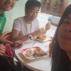 Photo taken at KFC by Mikelle P. on 9/18/2015