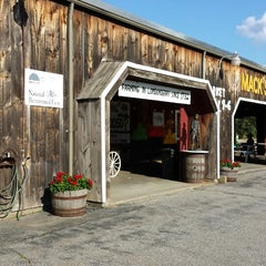 Photo taken at Mack's Apples by WayneNH on 8/16/2013