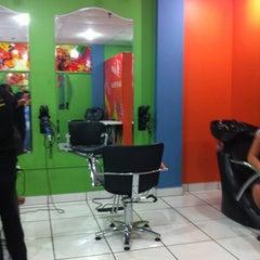 Photo taken at Helen Sala De Belleza by Syrome on 10/17/2012