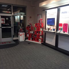 Photo taken at Verizon by Sean R. on 11/13/2013