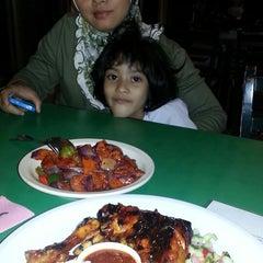 Photo taken at Restoran D'KL by Rostifah M. on 3/11/2013