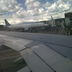 Photo taken at Gate 6 - Aeropuerto El Dorado by Ruben C. on 12/11/2012