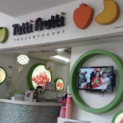 Photo taken at Tutti Frutti by Yusnie F. on 3/30/2014