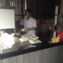 Photo taken at Bakmi Alok cab Kemakmuran by Pinky P. on 12/6/2012
