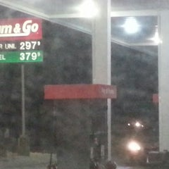 Photo taken at Kum & Go by Simon F. on 12/21/2012