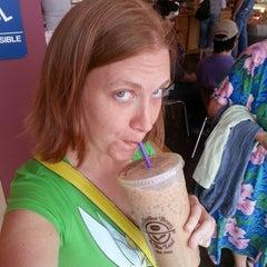 Photo taken at The Coffee Bean & Tea Leaf® by Lindsay-Lu W. on 5/4/2013