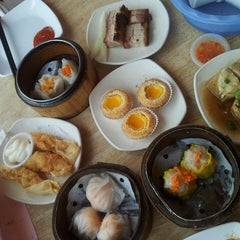 Photo taken at Yuan Garden Dim Sum House by Christine on 12/28/2013