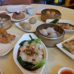 Photo taken at Restoran Foh San Dim Sum (富山茶楼) by Aries W. on 5/31/2013