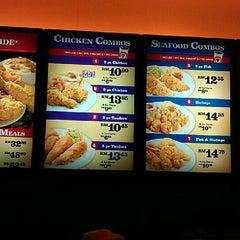 Photo taken at Popeye's Louisiana Kitchen by SuYong C. on 9/21/2012