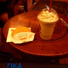 Photo taken at J.Co Donuts & Coffee by Tika M. on 5/7/2014