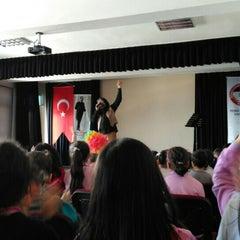 Photo taken at Remzi Zümrüt İlk Öğretim Okulu by Elif Ç. on 3/23/2016