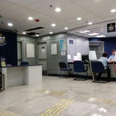 Photo taken at Tsim Sha Tsui Police Station 尖沙咀警署 by Baldwin N. on 7/13/2014