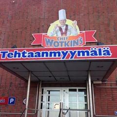 Photo taken at Chef Wotkin's Tehtaanmyymälä by Tero on 10/12/2013