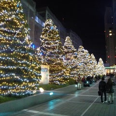 Photo taken at JR 新宿駅 サザンテラス口 by ほそひろ on 11/25/2012