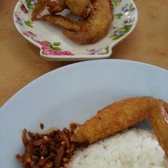 Photo taken at ARS Nasi Lemak Restaurant by Ashley C. on 6/21/2014