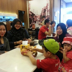 Photo taken at OldTown White Coffee by Ashley C. on 1/31/2014