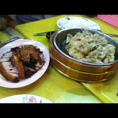 Photo taken at Wong Chiew Eating House 皇潮餐室 by Tyan C. on 11/12/2012