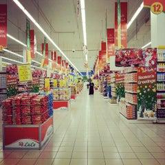Photo taken at Lulu Hypermarket مركز اللولو by Joanah U. on 12/26/2012