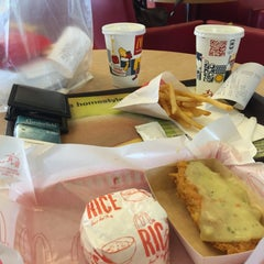 Photo taken at McDonald's by Regie P. on 10/24/2015
