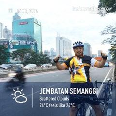 Photo taken at Jalan Tol Dalam Kota by Eshape B. on 12/2/2014