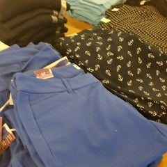 Photo taken at Old Navy by Marléno A. on 4/14/2014