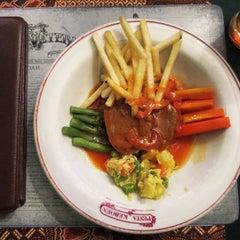 Photo taken at Pesta Keboen Restoran by Muhammad Fatih R. on 7/19/2015