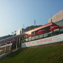 Photo taken at 치악휴게소 by Benjamin C. on 9/8/2014