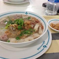 Photo taken at ศูนย์อาหารรามาธิบดี (Rama Food Center) by Enjoyy I. on 11/18/2015