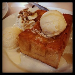 Photo taken at After You (อาฟเตอร์ ยู) by Benz z. on 1/5/2013