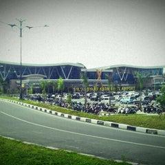 Photo taken at Sultan Syarif Kasim II International Airport (PKU) by 0m h. on 11/20/2012
