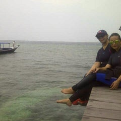 Photo taken at Derawan Beach Cafe & Cottage by Utari N. on 7/31/2014