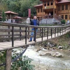 Photo taken at Yeşil Vadi Restaurant by Mehmet G. on 10/28/2015