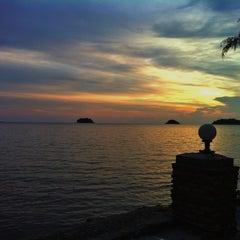 Photo taken at Kai Bae Hut Resort by SAKUN W. on 4/23/2013