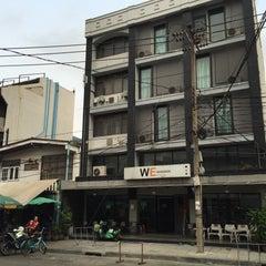 Photo taken at WE Bangkok Hostel by Thoranin T. on 2/2/2016