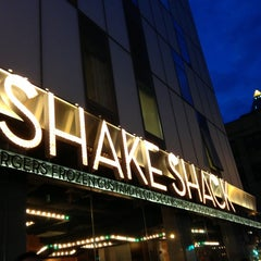 Photo taken at Shake Shack by Ivy O. on 4/7/2013