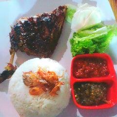 Photo taken at Bakmi Langgara by Shinta D. on 9/20/2012