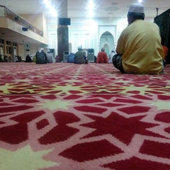 Photo taken at Masjid Ridzwaniah by Aizat M. on 11/21/2015