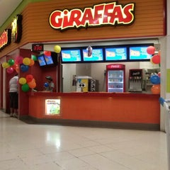 Photo taken at Giraffas Carrefour São Vicente by Marcelo C. on 2/10/2013