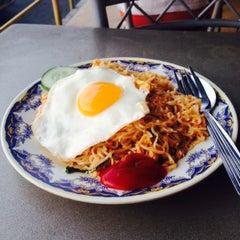 Photo taken at Restoran Nasi Kandar Seri Kota by Nur Z. on 11/22/2015