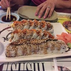 Photo taken at Shogun Japanese Resturant & Sushi Bar by Walter T. on 8/28/2015