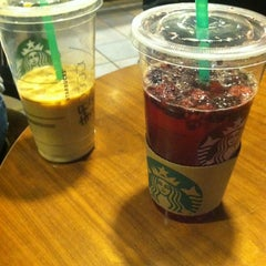 Photo taken at Starbucks by Pinky L. on 3/30/2013