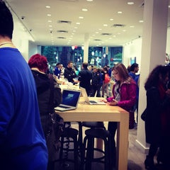 Photo taken at Apple Store, Carrefour Laval by Jonathan P. on 10/6/2012