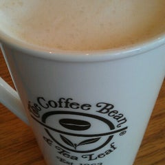 Photo taken at The Coffee Bean & Tea Leaf by Jane L. on 10/14/2012