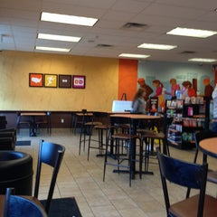 Photo taken at Dunkin' Donuts by Beverly B. on 5/26/2013