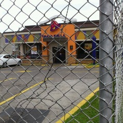 Photo taken at Taco Bell by Roberto C. on 10/4/2012