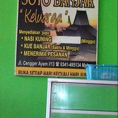 Photo taken at Soto Banjar Keluarga by Tjuntjun M. on 2/18/2014