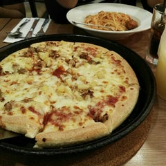 Photo taken at Pizza Hut by Fatin H. on 4/22/2016